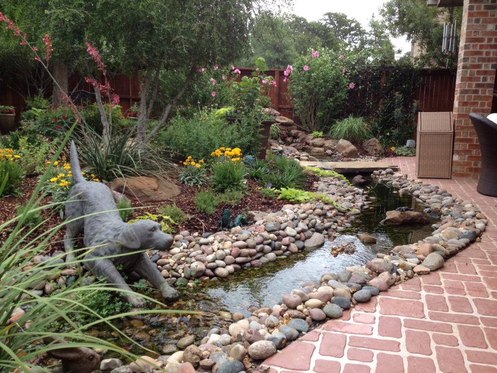 Water feature garden landscaping elementos de agua for Water garden landscaping